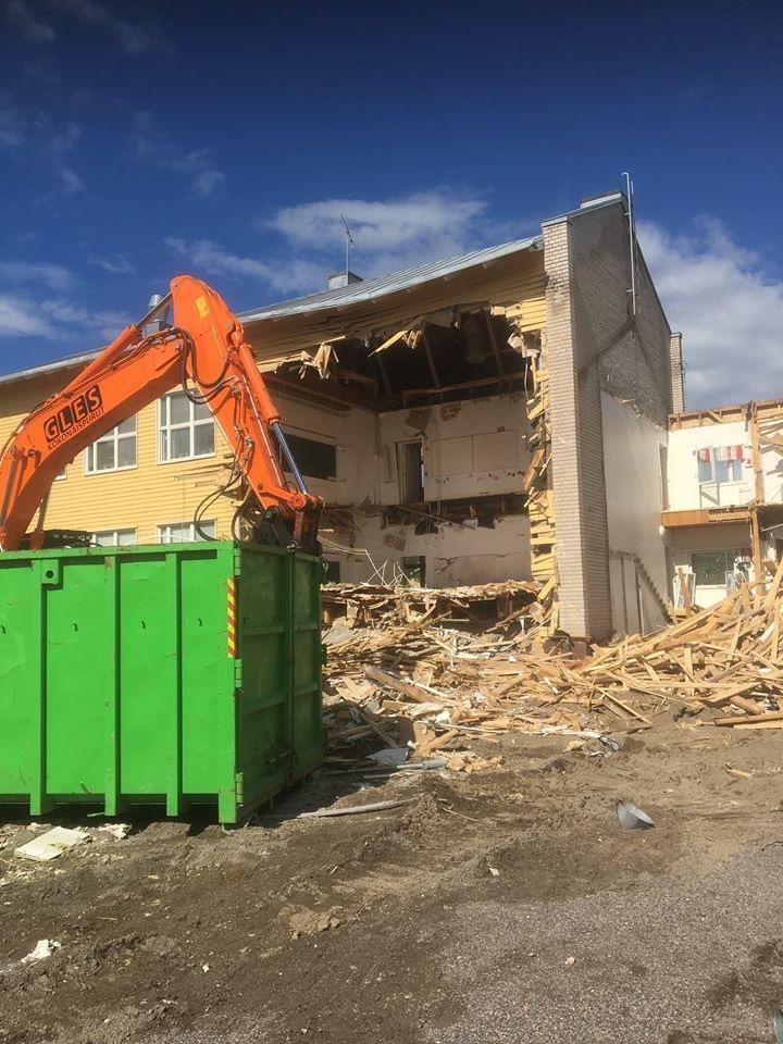 Koulurakennuksen massiivipurku