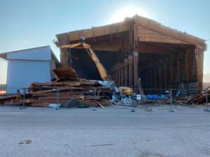 Teollisuushallin purku