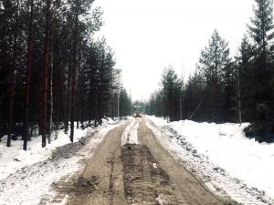 Metsäautotien teko betonimurskeella