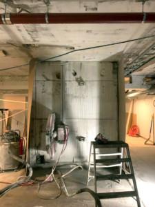 Aukon sahaus betoniseinään HILTI E20 -kiskosahalla