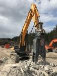 Huyndai 480LC-9 ja VTN FP40 pulveroimassa parvekelaattoja
