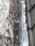 Salaojaputkelle kallioon sahattua uraa