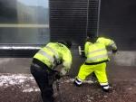 Betoniroiskeiden poisto uuden talon julkisivusta