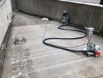 Vesiputken roilous betonilattiaan
