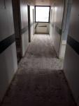 Asbestipitoisten laattojen ja liiman hiontaa